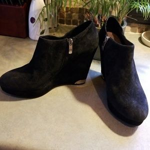 VINCE CAMUTO SUEDE WEDGE BOOTIES W/LEATHER LINING